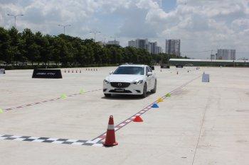 Mazda3 và Mazda6 model 2017 khoe tài thoát hiểm qua đường xấu