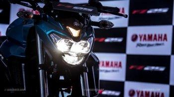 """Yamaha FZ25 gây bão, FZ150i """"thất sủng"""""""