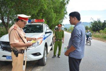 Người mua xe trả góp sẽ bị cảnh sát phạt vì không có giấy tờ gốc