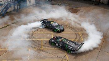 """""""Ngộp thở"""" xem trận đấu drift giữa Lamborghini Murcielago và Nissan GT-R"""