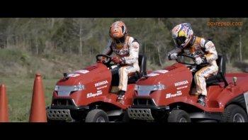 Marquez và Pedrosa cạnh tranh nảy lửa trên… máy cắt cỏ