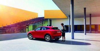 Jaguar E-Pace ra mắt bằng pha Barrel Roll như phim hành động