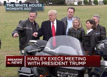 Trump vung 3 triệu USD cứu trợ án phạt cho Harley-Davidson
