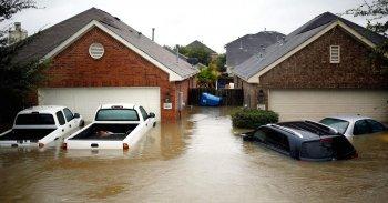 500.000 xe ôtô nguy cơ thành sắt vụn vì siêu bão Harvey