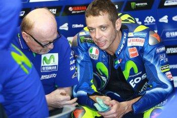 Valentino Rossi gặp chấn thương nghiêm trọng trong buổi tập cào cào