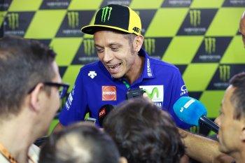 MotoGP 2017: Rossi lùi bước khỏi mùa giải, Viñales gánh team
