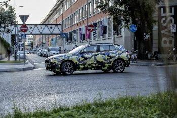 BMW X2 khoác áo camo đi dự tuần lễ thời trang Milan
