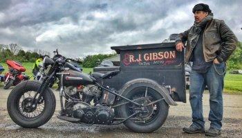 Nhiếp ảnh gia Tintype chu du thế giới với buồng tối độ trên Harley