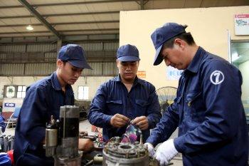 Xem thợ sửa xe buýt Hà Nội siêu nhanh