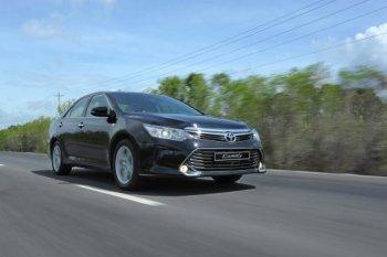 """Đầu tháng 10, Toyota Camry giảm giá """"sốc"""" chưa từng thấy"""