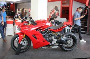 Ducati SuperSport S 2017 giá 571 triệu đồng có trang bị gì