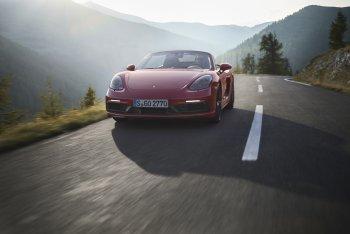 Porsche ra mắt 718 Boxster GTS, 718 Cayman GTS 2018 mạnh mẽ vượt trội