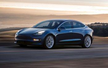 Tesla lỗ khủng hàng trăm triệu USD vì Model 3