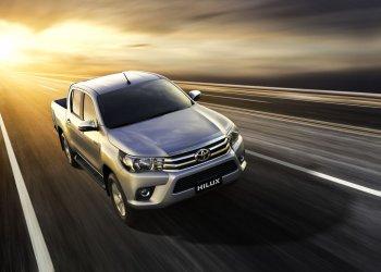Toyota Việt Nam ra mắt loạt bán tải Hilux 2017 mới