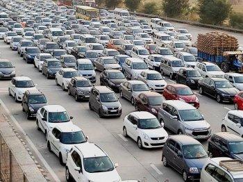 Ôtô tăng giá hàng loạt vì quy định an toàn mới