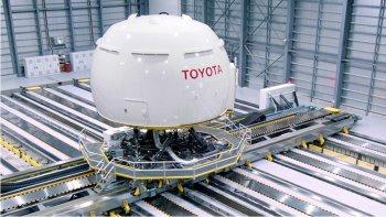 """Toyota """"tiết kiệm"""" được 100 tỷ Yên để đầu tư cho xe điện và xe tự lái"""