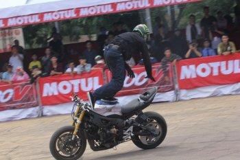 Biker Việt dậy sóng trước các màn stunt táo bạo