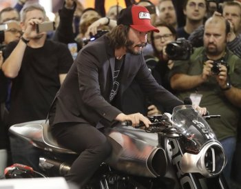 Dàn xe cực chất của tài tử Keanu Reeves đổ bộ EICMA 2017