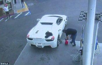 """Quá """"đen"""" cho tên trộm xe Ferrari"""