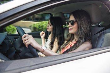 Bàn chuyện hấp dẫn của con gái tân thời và xe
