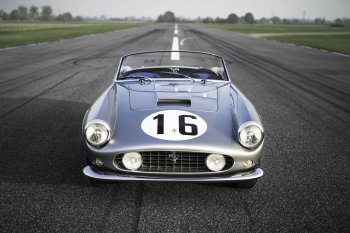 Xế cổ Ferrari 250 GT California Spider có giá gần 18 triệu USD