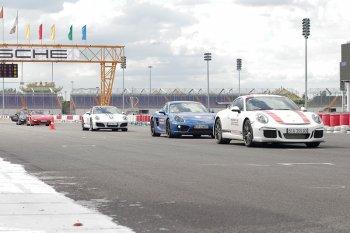 Trực tiếp cầm lái xe thể thao Porsche tại đường đua Đại Nam