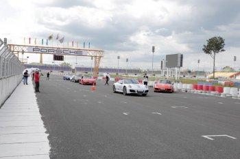 """""""Porsche Racetrack Experience 2017"""" trải nghiệm đường đua dành cho khách hàng Porsche"""