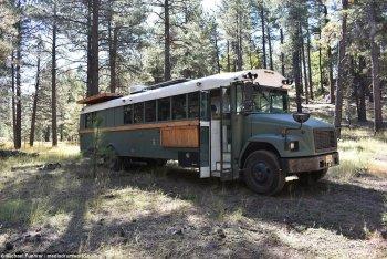 Nhà xe di động phong cách từ xe buýt cũ