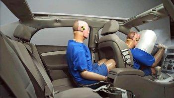 Ngồi sau ôtô không thắt dây an toàn bị phạt tới 200.000 đồng