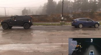 """Tesla Model X thách đấu Hummer H2 """"kéo co"""""""