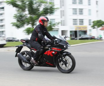 "Suzuki GSX-R150 2017: Sportbike ""ruồi"" giá 75 triệu đồng"