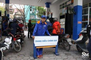 Giá dầu tăng nhẹ, xăng đứng yên