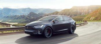"""Xem Tesla Model X """"lôi"""" container lên dốc"""