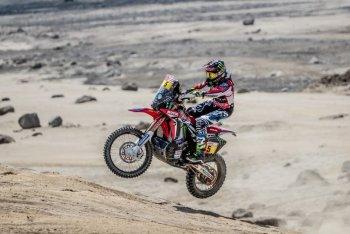 Dakar 2018: Honda vượt lên dẫn đầu với thắng lợi của Barreda ở chặng 2