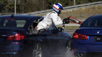 Xem BMW M5 vừa tiếp nhiên liệu vừa… drift