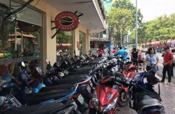 TP.HCM muốn cấm giữ xe trên vỉa hè