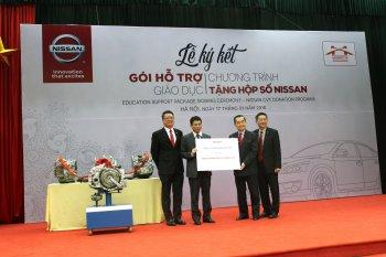 Nissan Việt Nam tặng hộp số cho Đại học Công nghệ GTVT