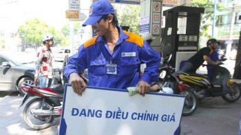Giá xăng E5 tăng hơn 400 đồng/lít