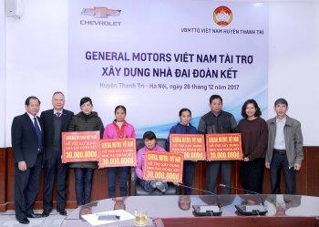 GM Việt Nam trao tặng học bổng cho học sinh có hoàn cảnh khó khăn