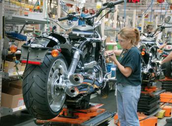 Doanh số toàn cầu sụt giảm, Harley-Davidson đóng cửa nhà máy