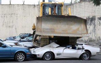 Philippines phá hủy hàng loạt xe sang nhập lậu