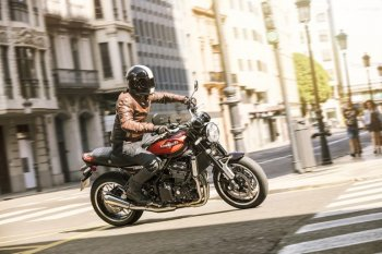 Kawasaki Z900RS chính thức lên kệ với giá gần 600 triệu đồng
