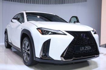 Ảnh thực tế xe sang đô thị Lexus UX ra mắt tại Geneva Motor Show 2018