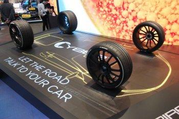 """Lốp xe Pirelli có thể """"giao tiếp"""" với ôtô"""