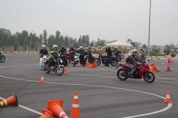 Biker Hà Thành bỏ túi đủ chiêu điều khiển môtô với Honda Việt Nam