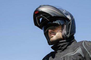 AGV khoe mũ bảo hiểm fullface lật hàm bằng carbon đầu tiên trên thế giới