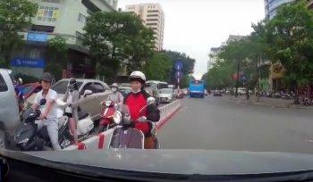 """Chuyện giao thông: """"Ninja tung chiêu"""", khói """"phong tỏa"""" cao tốc"""