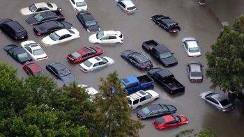 """Hàng loạt ôtô hư hại do bão được """"mông má"""" bán tại Đông Nam Á"""