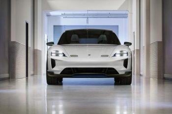Porsche Mission E Cross Turismo: Xe điện thể thao cạnh tranh với Tesla
