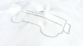 """Land Rover """"in"""" Defender lên sườn núi tuyết"""